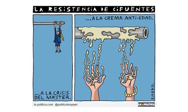 El caso del Mastergate a Cristina Cifuentes se le va de las manos y acaba dimitiendo por poco más de 40 euros