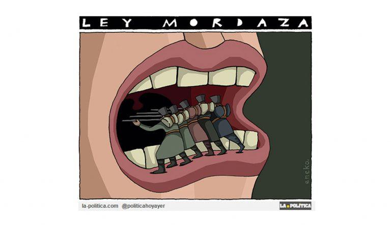 La Ley Mordaza cumple tres años y ni uno más Artículo Víctor Arrogante Viñeta Eneko