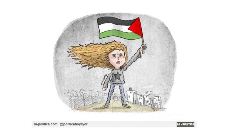 La joven Ahed Tamimi, una heroína de Palestina, hoy por fin libre. Arrestados dos artistas italianos en Israel tras pintar el rostro de Ahed en el muro de Belén Artículo Simone Renn Viñeta El Koko