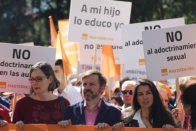 Miembros de Vox en manifestaciones organizadas por HazteOir