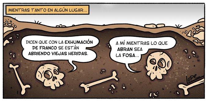 MIENTRAS TANTO EN ALGÚN LUGAR... - Dicen que con la exhumación de Franco se están abriendo viejas heridas. - A mí mientras lo que abras sea la fosa... (Viñeta de Lope)