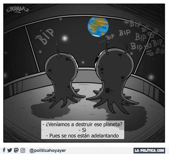 - ¿Veníamos a destruir ese planeta? - Sí - Pues se nos están adelantando (Viñeta de Ykram)
